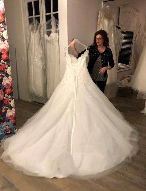 De jurk, bruidsjapon, trouwjurk